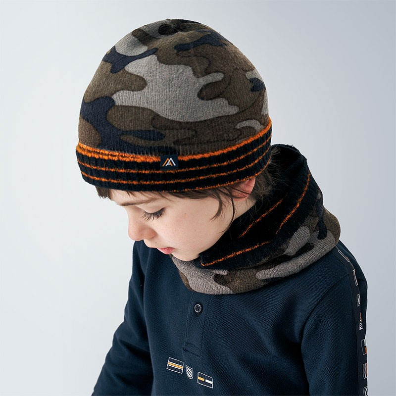 Комплект от шапка с шал за...