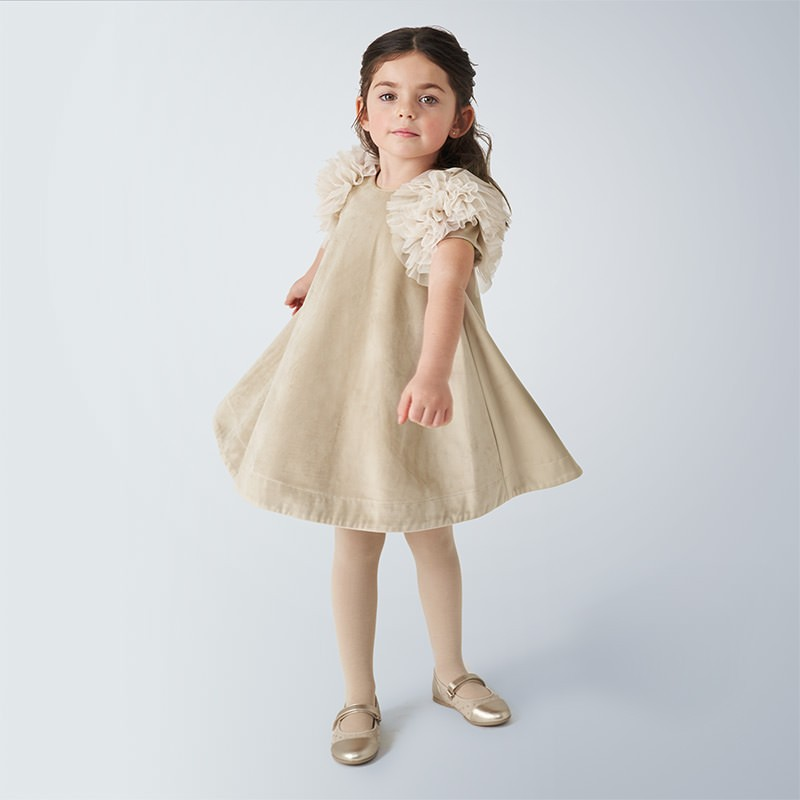 Елегантна рокля с къс ръкав...