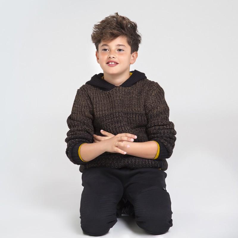 Спортен пуловер с качулка за момче Mayoral