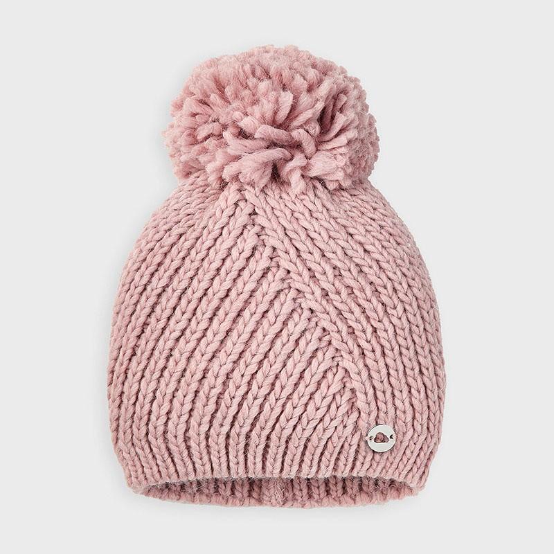 Плетена шапка за момиче...