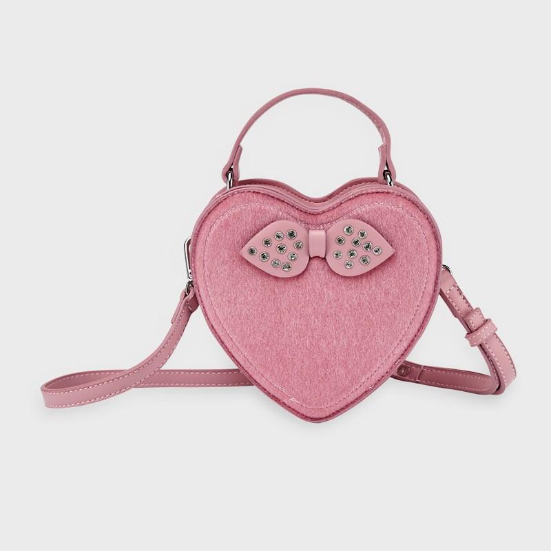 Чанта във формата на сърце...