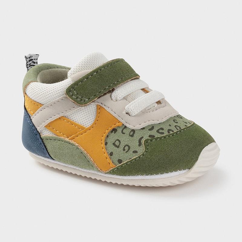 Обувки за новородено момче...