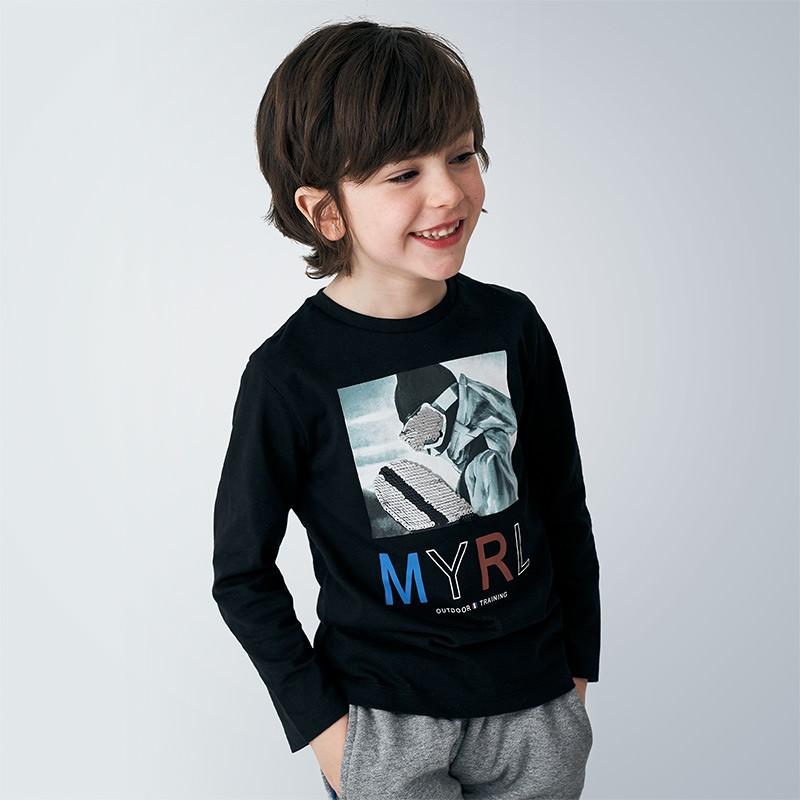 Блуза за момче с пайети...