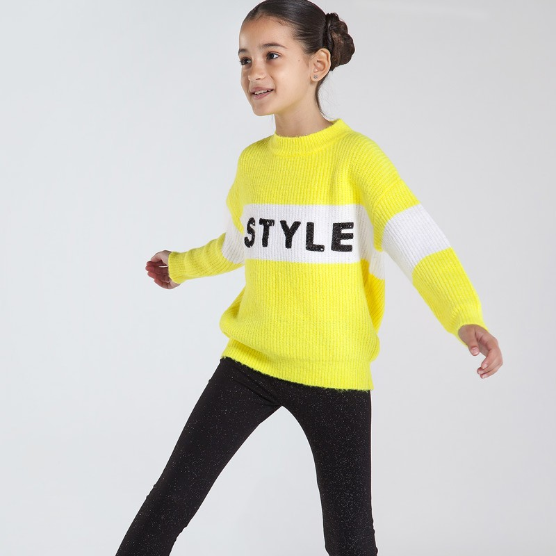 Плътен пуловер за момиче...